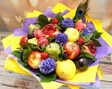 Букет из фруктов цветов ягод